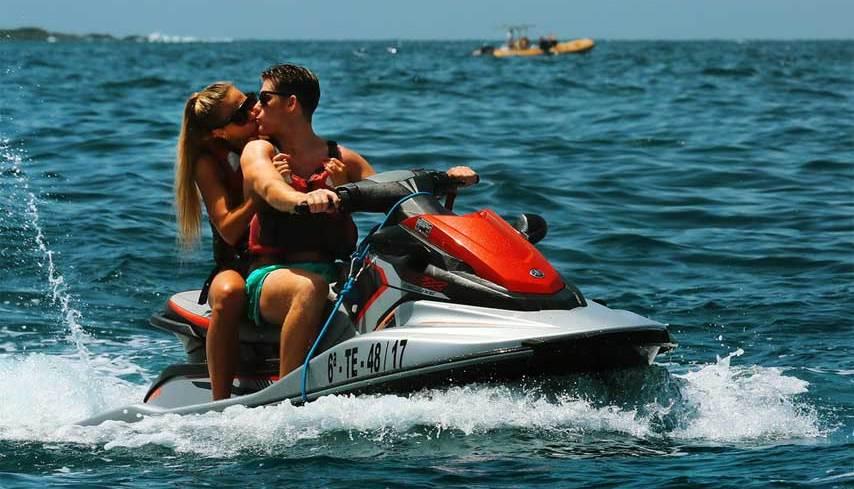 По каким параметрам выбирают водный мотоцикл?
