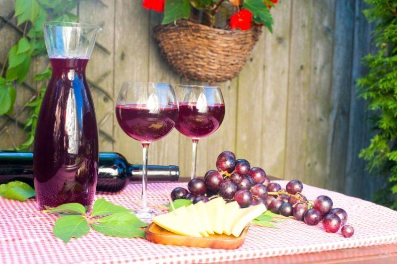 Домашнее виноградное вино фото