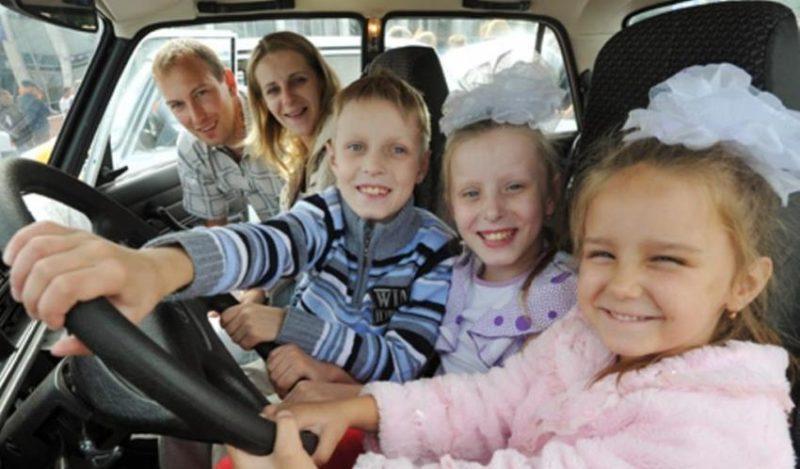 Выбираем хорошую машину для семей с тремя и более детьми