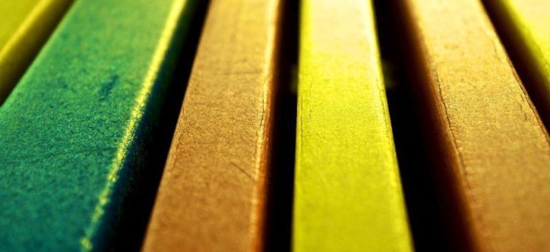Как грамотно выбрать краску для дерева?