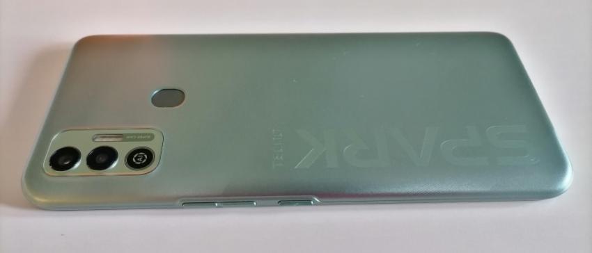 Задняя часть смартфона Tecno Spark 7