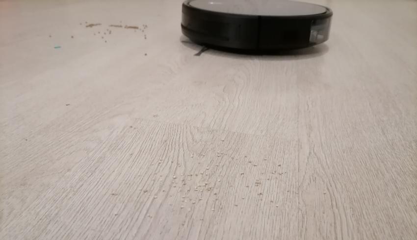 Neatsvor X520 в процессе уборки