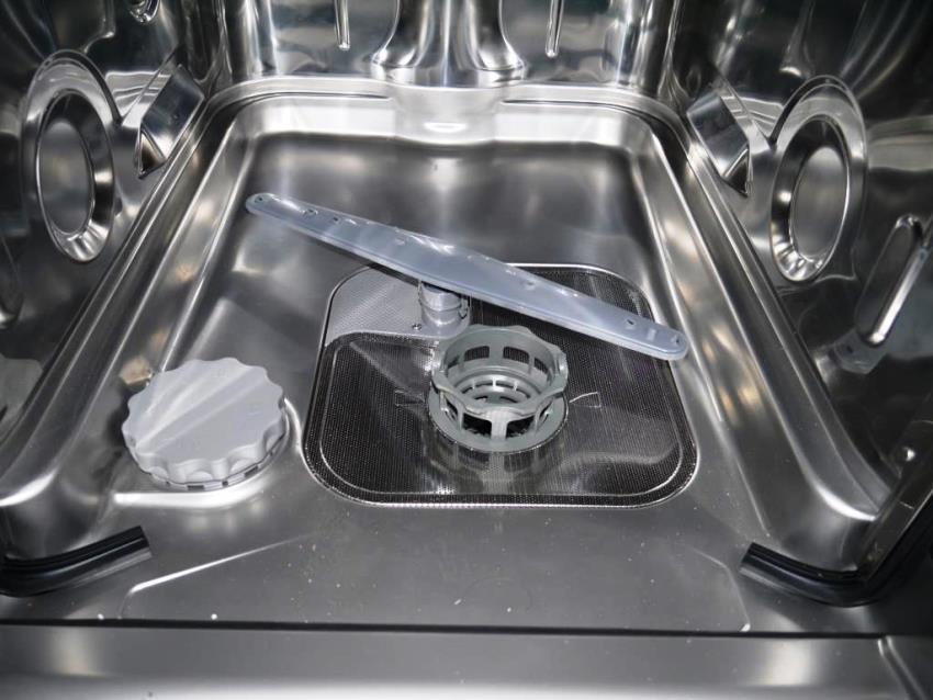 Внутри посудомоечной машины Candy CDIH 1L949-08