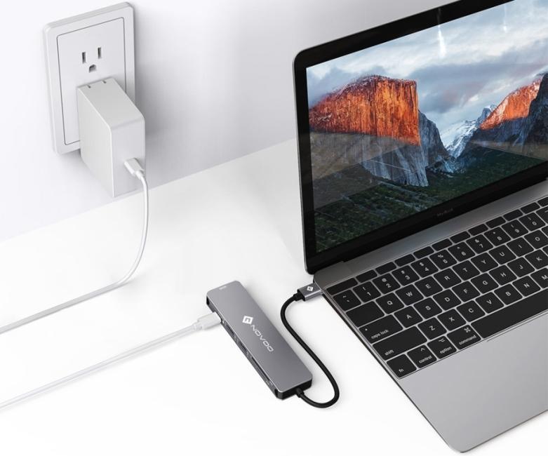 NOVOO 6 in 1 USB Hub подключается к питанию